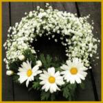 Selbstgebundene Blumenkränze sind schön und haltbar