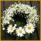 Selbstgebundene Blumenkränze sind schön und lange haltbar